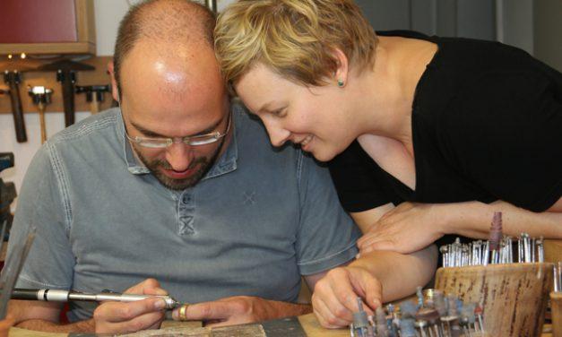 Wir haben eine ganz besondere Verbindung zu unseren selber geschmiedeten Ringen.